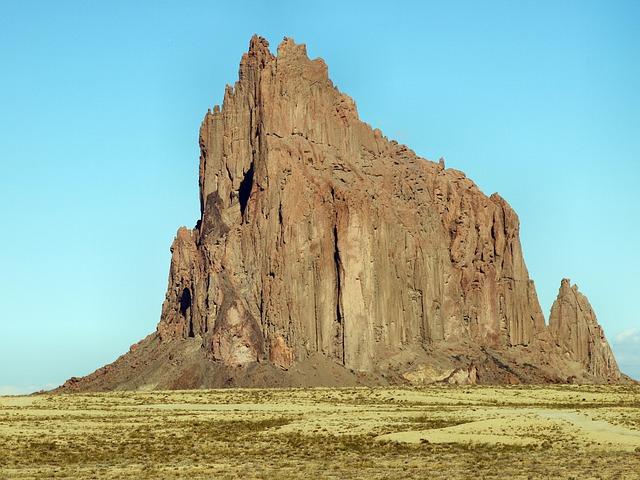Vyhaslá sopka Shiprock – San Juan County, Nové Mexiko erupce před cca 25-27 miliony let